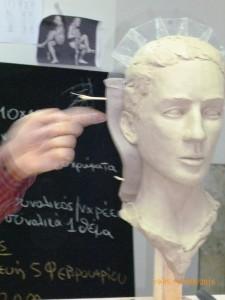 Πλαστικά καρτελάκια χωρίζουν το κεφάλι σε δύο κομμάτια